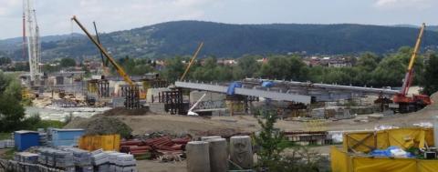 Nowy most heleński rośnie w oczach