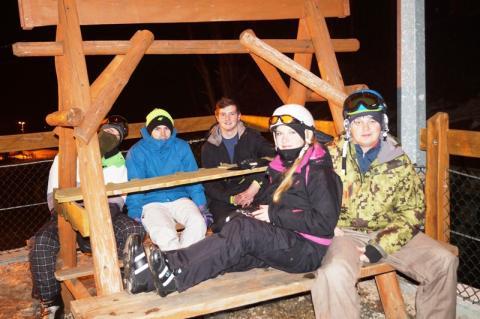 wieczorna jazda na nartach