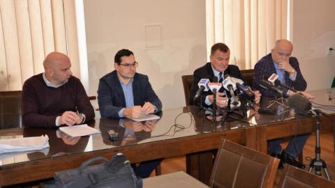 Chełmiec miastem: Stawiarski twierdzi, że ekipa rządząca dopuszcza się bezprawia! Ujawnia też listę radnych, którzy poddali w wątpliwość legalność konsultacji społecznych