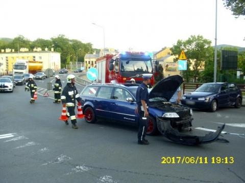 Zderzenie dwóch samochodów w Grybowie. Dwie osoby zabrane do szpitala