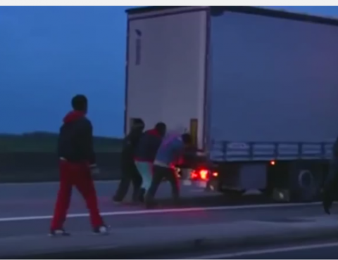 emigranci napadają na polskie TIR-y