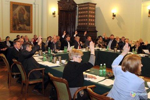 Co sądeccy radni dostali od wicewójta Chełmca? Pieska sprawa…