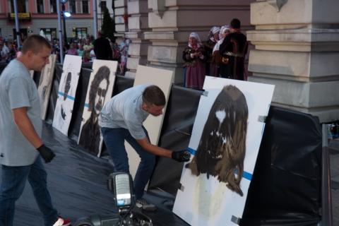 Mgr Mors malował portrety na rehabilitację Tomasza Brzeskiego. Kiedy odbędzie się licytacja?