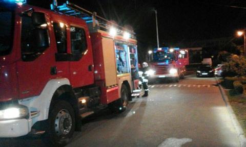 Z komina wydobywał się ogień. Strażacy gasili pożar sadzy