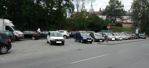 Wielopoziomowy czy podziemny? Jaki parking uratowałby Nowy Sącz? [SONDA]