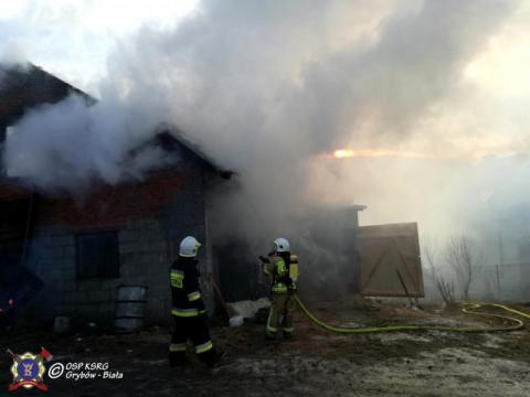 Wielki pożar w Gródku. Z ogniem walczy 60 strażaków