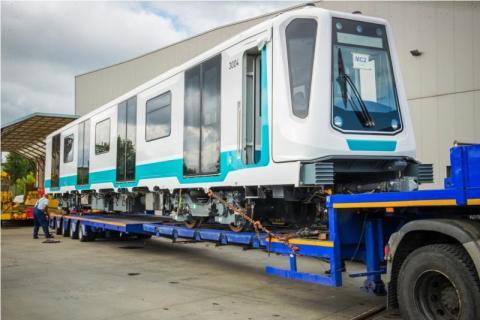 Wyprodukowali w Newagu pociąg, który musi jechać... ciężarówką [ZDJĘCIA]