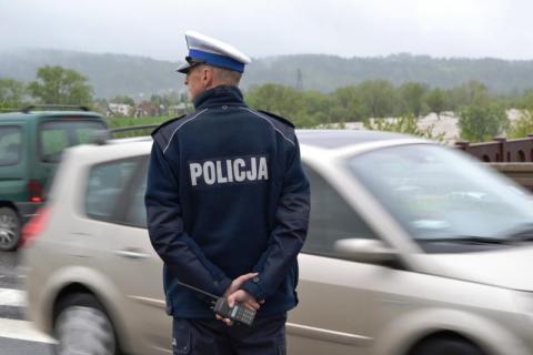 """Więcej wypadków, mniej pijanych kierowców… Sądeccy policjanci podsumowali akcję """"Znicz"""""""