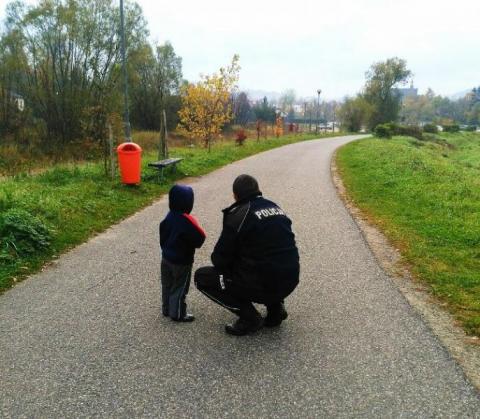 2,5-letnie dziecko błąkało się samotnie po Limanowej