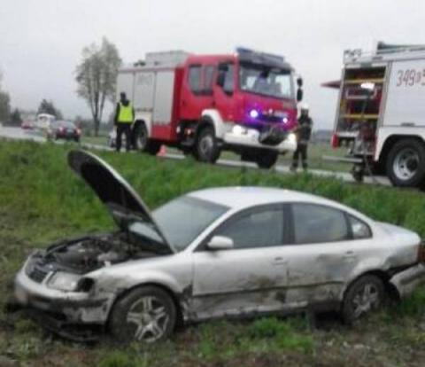 samochód wypadł z drogi  ww Łososinie Dolnej