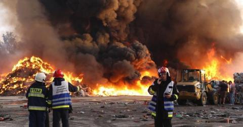 Płonie składowisko śmieci w Gorlicach. Pożar gasi kilkudziesięciu strażaków