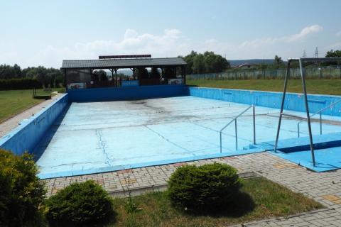 Nowy Sącz: basen nad Łubinką idzie pod młotek. Po co ten pospiech?