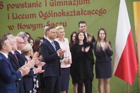 Prezydent Andrzej Duda z małżonką w I LO w Nowym Sączu