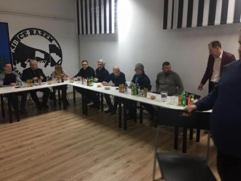 Spotkanie radnych z kibicami