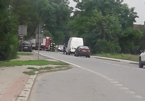 Uwaga! Świniarsko: auto uderzyło w słup, 4 osoby w szpitalu, są utrudnienia