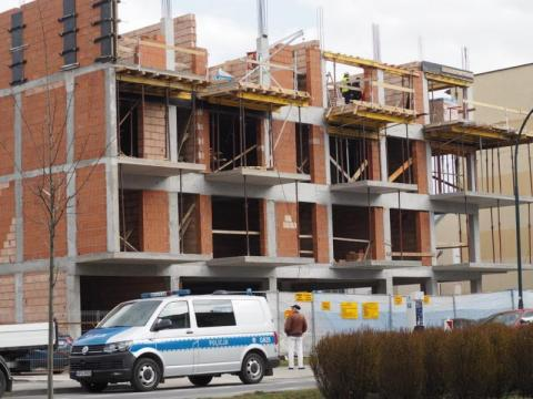 Nowy Sącz: nie żyje pracownik budowlany. PIP i śledczy ustalają co się stało