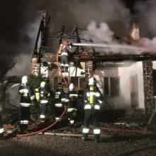 Stracili dach nad głową. Ich dom spłonął doszczętnie [ZDJĘCIA]
