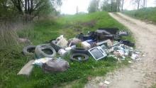 Góra śmieci przy stawach na Helenie