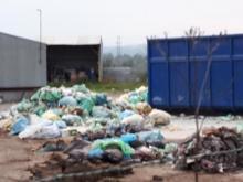 Nowy Sącz: skąd przy Elektrodowej te worki pełne śmieci? Czy jest czego się bać?