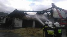 Przez sześć godzin 65 strażaków walczyło z ogniem. Straty sięgaja 300 tys. zł [ZDJĘCIA]