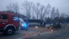 Wypadek w Limanowej: samochód zderzyły się z busem kursowym. Są ranni