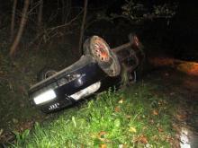 Polany: Przed autem przebiegła sarna. Pojazd dachował, wylądował w rowie