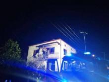 Kobieta z trójką dzieci ratowała się ucieczką z płonącego  domu w Chełmcu. Było o krok od nieszczęścia