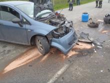 Zderzenie dwóch aut w Łącku, jedna osoba ranna i zablokowana droga