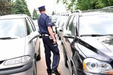 Policja daje mandaty pod kościołem