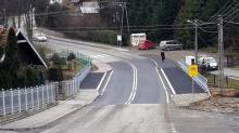 Most był tak wąski, że piesi uciekali przed kierowcami