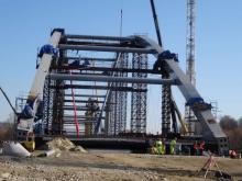 Do końca roku pozostało zaledwie siedem tygodni, a budowa mostu... trwa