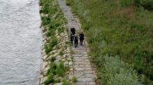 Ratownicy się nie poddają. Znów szukają 20-latka, który spadł z mostu kolejowego na Dunajcu