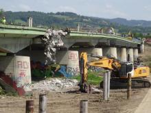Wyburzają most heleński w Nowym Sączu