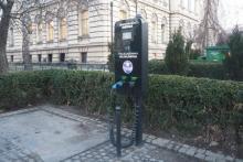 Zakręcają darmowy kurek stacji ładowania aut elektrycznych na sądeckim rynku