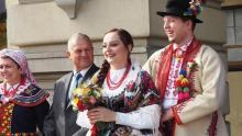 Ona nie chciała białej sukni, on nie chciał garnituru. Dziwny ślub w sądeckim ratuszu [ZDJĘCIA]