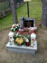 W Rdziostowie pamiętają o patriotach. Wybudowali grób i modlili się za zmarłych