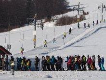 kolejka do jazdy na nartach