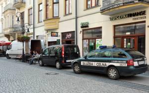 celnicy wynieśli jędnorękich bandytów z salonu przy Jagiellońskiej