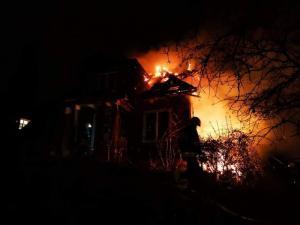 Łuna ognia nad Piwniczną. Płonął drewniany dworek [ZDJĘCIA]