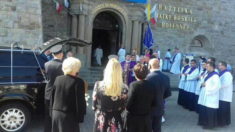 Rodzina i kapłani pożegnali śp. Genowefę Jeż, mamę biskupa tarnowskiego