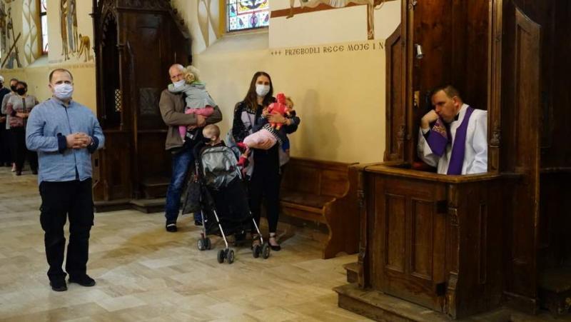 """To już naprawdę """"Ostatni dzwonek"""". Kapłani zachęcają do spowiedzi i komunii św."""