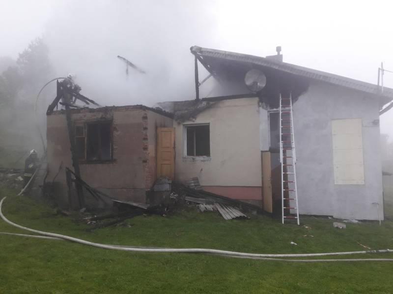 Poranny pożar domu w Złockiem. Ktoś chciał go spalić?