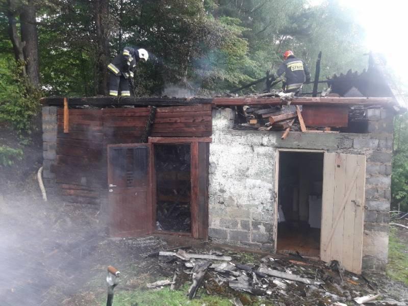 Stodoła zapaliła się od uderzenia pioruna. Spłonęła słoma i sprzęt gospodarczy