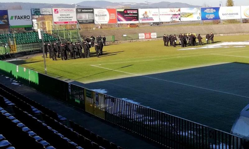 Ćwiczenia policji na stadionie Sandecji