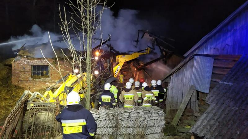 Kilka godzin gasili pożar w Binarowej. Niewiele udało się uratować [ZDJĘCIA]