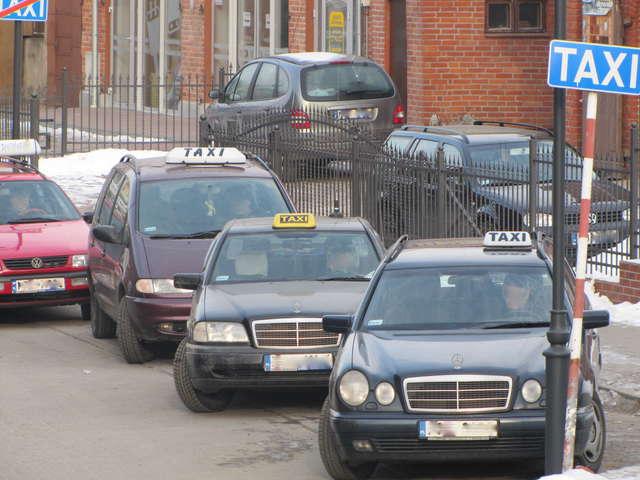 """""""Wirusowy"""" mandat dla taksówkarzy i przewoźników. """"To paranoja…"""""""