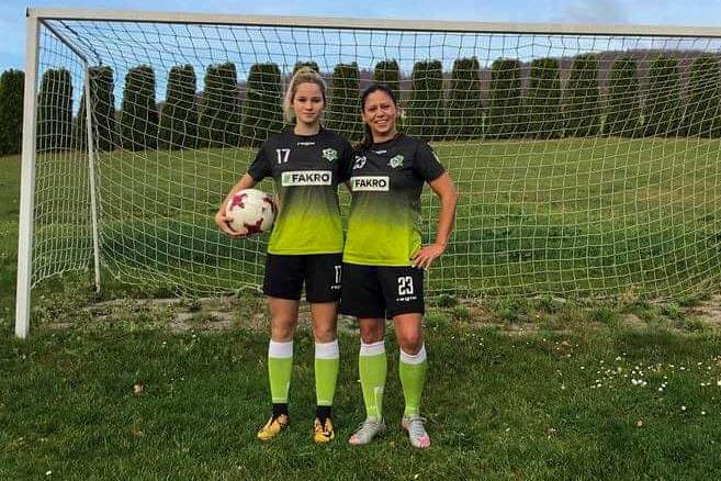 UKS 3 Staszkówka Jelna: mama i córka - obydwie kochają piłkę nożną