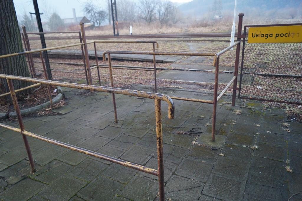 Peron dworca w Marcinkowicach