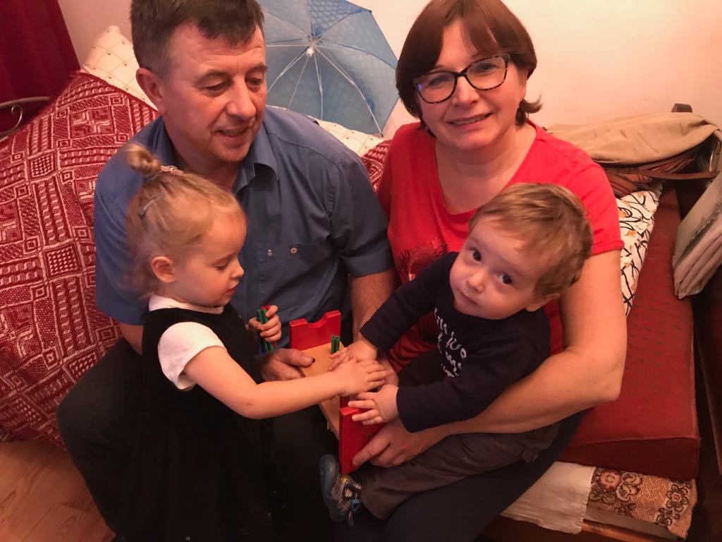 Kochanej babci Agatce i najdroższemu dziadkowi Andrzejowi dużo zdrowia, radości i siły do nas życzą niesforne wnuki. Kochamy was! Hania i Tomek