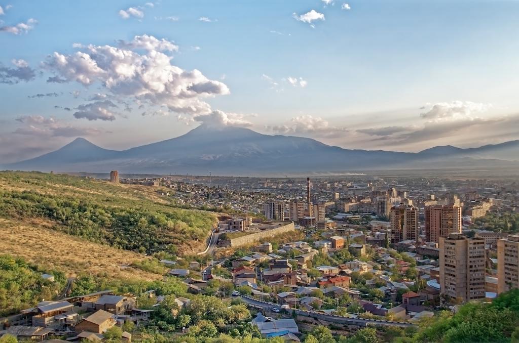 Erywań w Armenii. W tle góra Ararat. Fot. Pixabay/680451